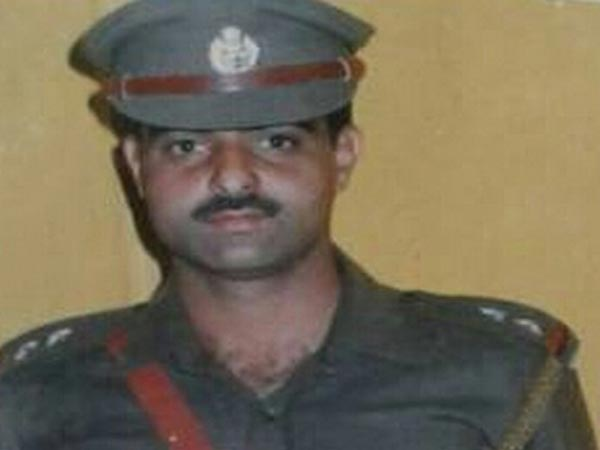 Srinagar: Top cop stripped, beaten to death by mob outside