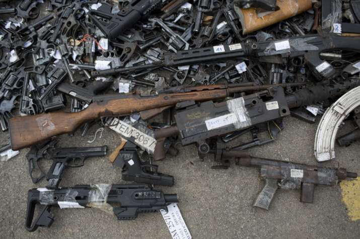 India Tv - Weapons that were confiscated by the Federal Police put on the ground