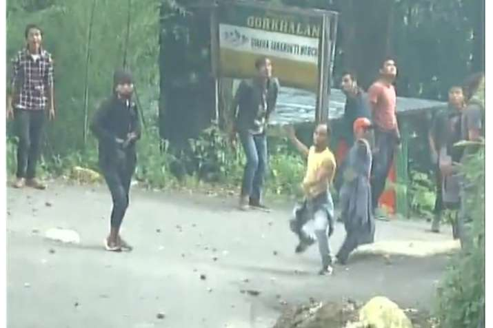 Activists turn violent after raid on GJM chief, vandalise
