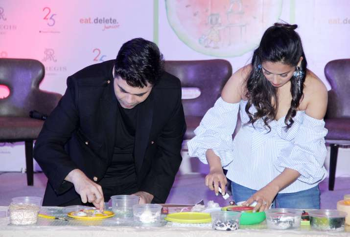 India Tv - Karan Johar and Mira Rajput tried their hands on few recipes