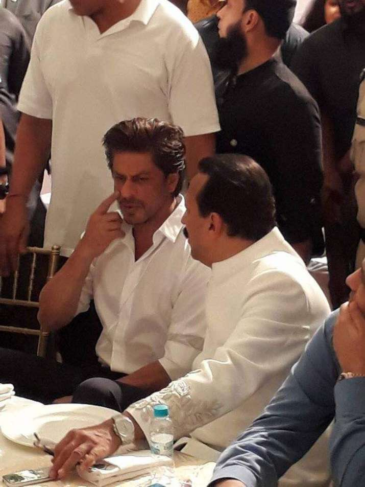 India Tv - Shah Rukh Khan with Baba Siddique at Iftar Party