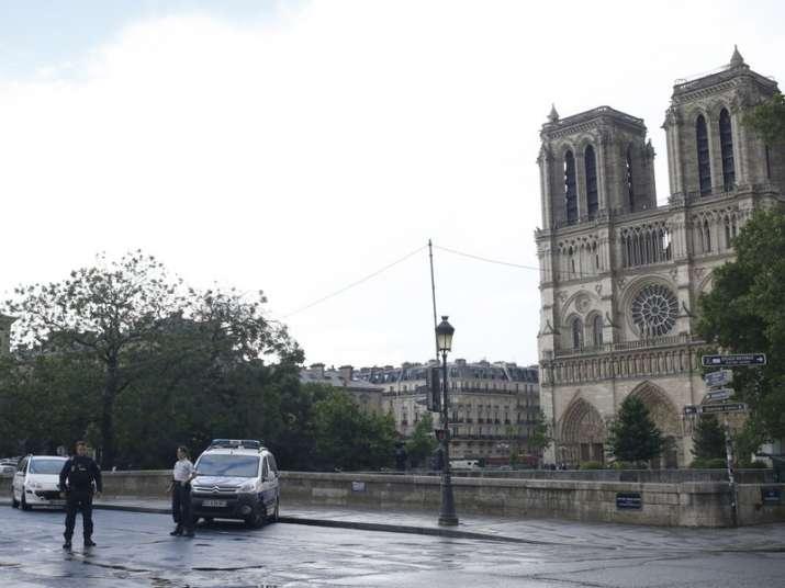 Paris: Man attacks cop with hammer at Notre Dame, shot at