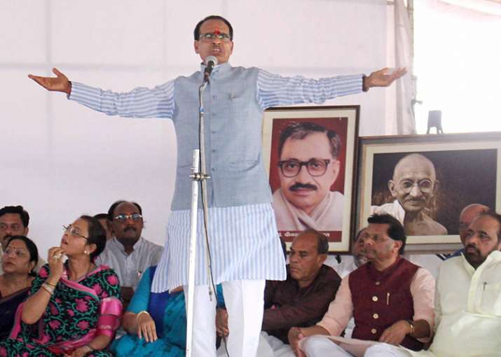 Shivraj Singh Chouhan continues his fast for peace fast