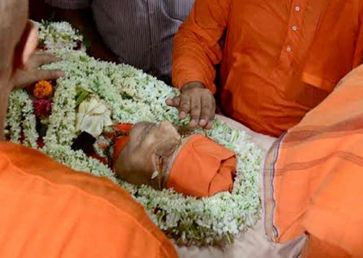 Swami Atmasthanandaji cremated with full state honours