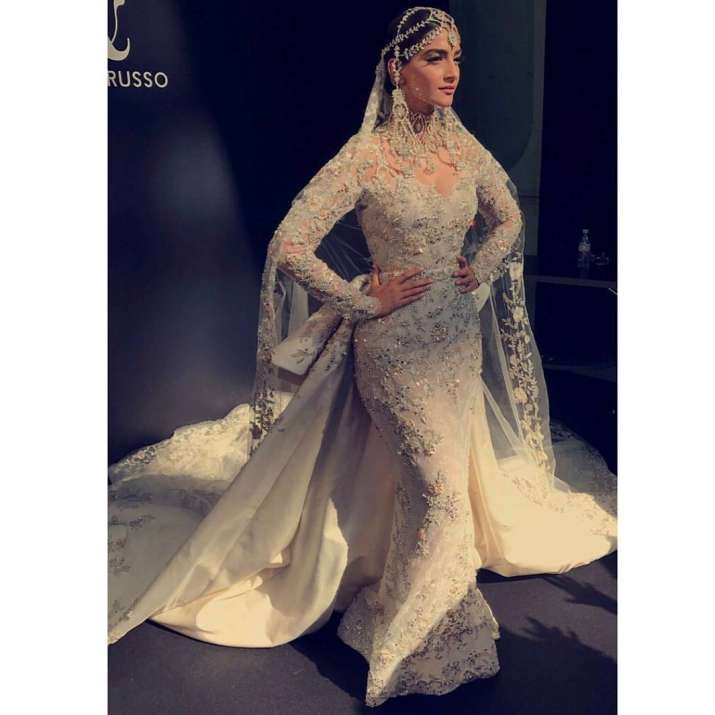 India Tv - Sonam fashion
