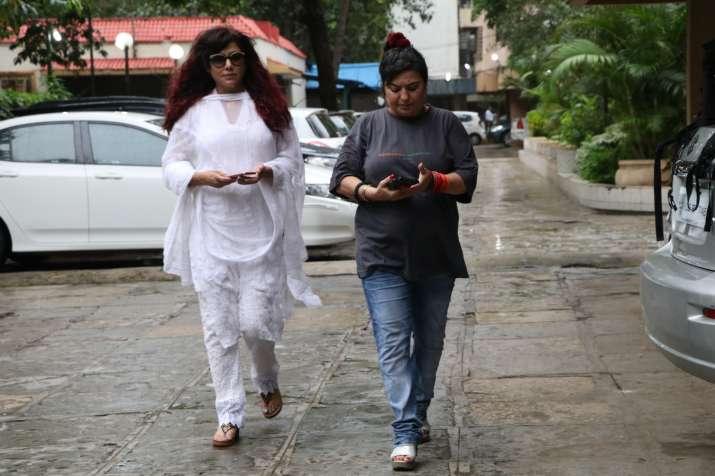 India Tv - Dolly Bindra and Tina Ghai at Inder Kumar's last rites
