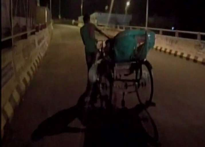 Family carries body on rickshaw after being denied ambulance