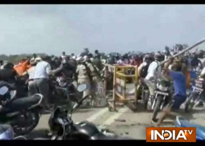 Protest by RJD workers turns violent in Chhapra, DM and SP