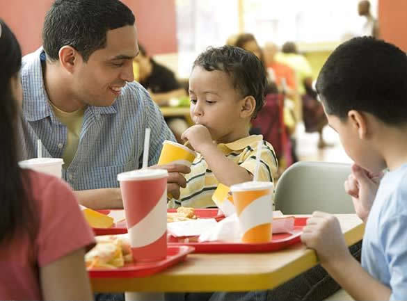 Unhealthy eating habits linked to father's income and
