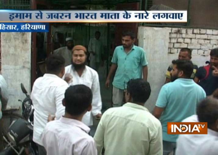Imam slapped outside mosque by alleged Bajrang Dal