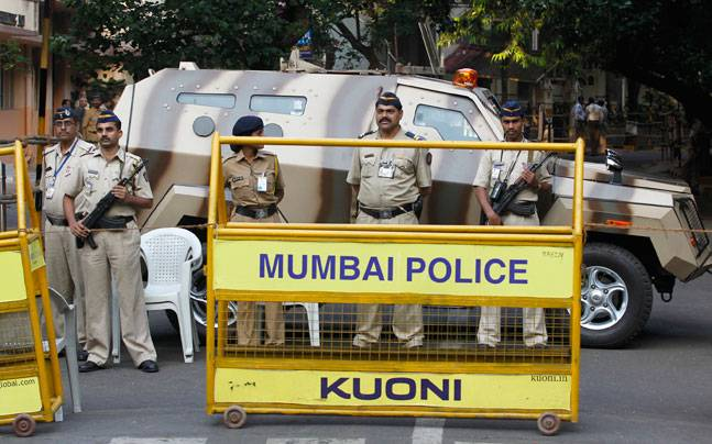 Jail guard held by crime branch in connection with Byculla