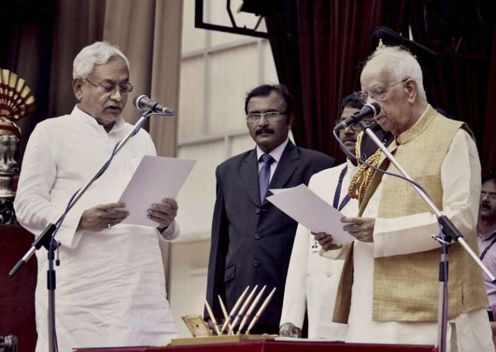 Governor Keshari Nath Tripathi administers oath to Nitish