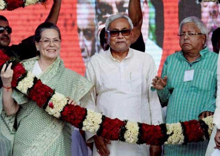 File pic - Sonia steps in to save 'Mahagathbandhan';