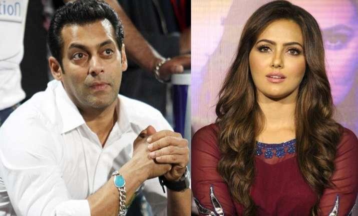 when Salman Khan hugged ex- Biigg Boss contestant Sana Khan