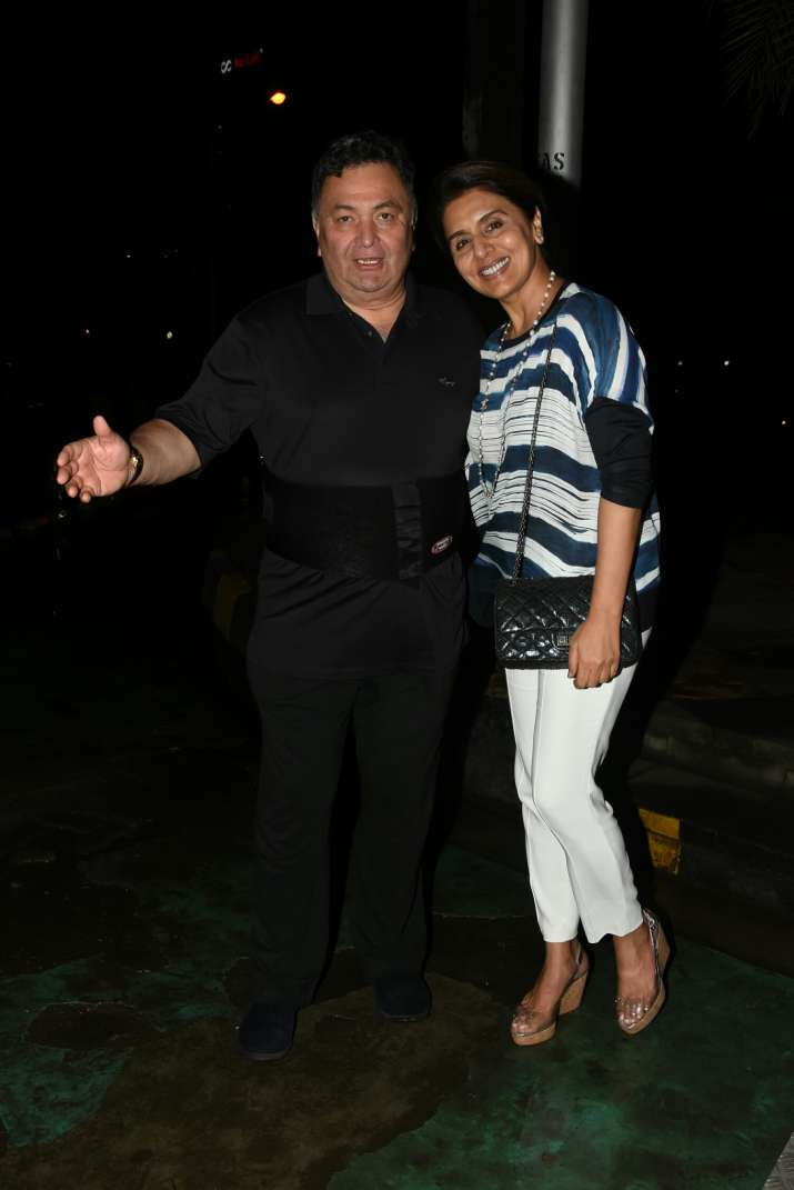 India Tv - Rishi Kapoor with wife