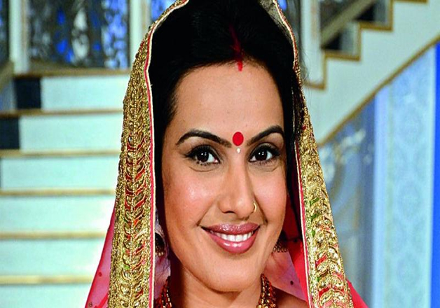 Kamya Punjabi Visits Lalbaugcha Raja With Saas Bahu Aur Suspense