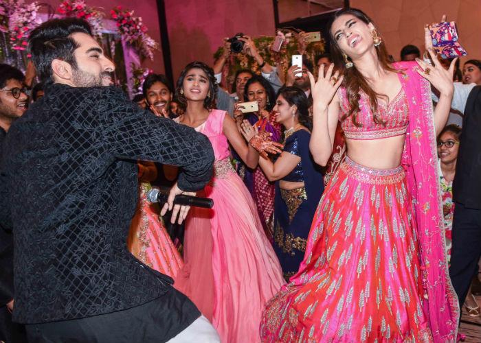 India Tv - Kriti Sanon and Ayushmann Khurrana dancing at a wedding