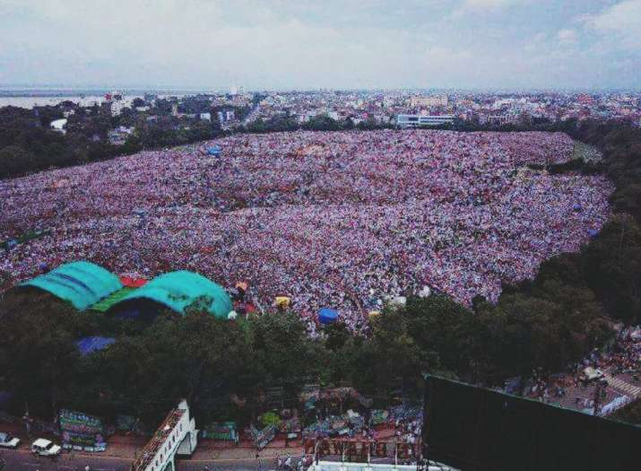 Did Lalu tweeted this image of Patna crowd