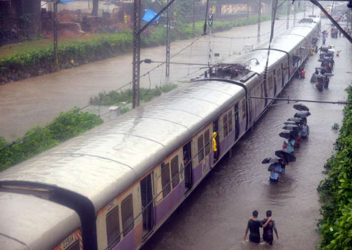 Rain fury in Mumbai: 33-yr-old pregnant journalist braves