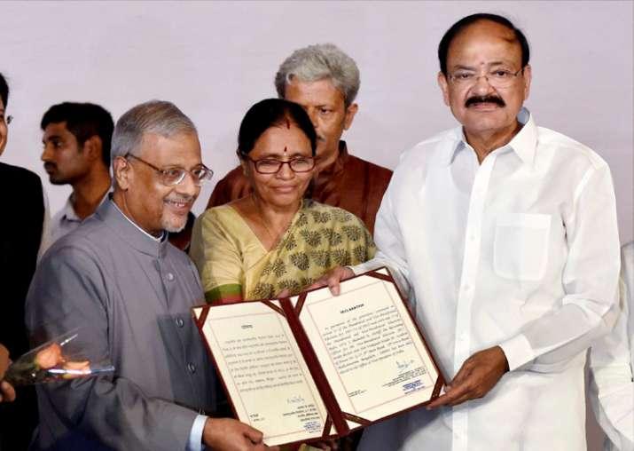 Shumsher Sheriff presents victory certificate to Venkaiah