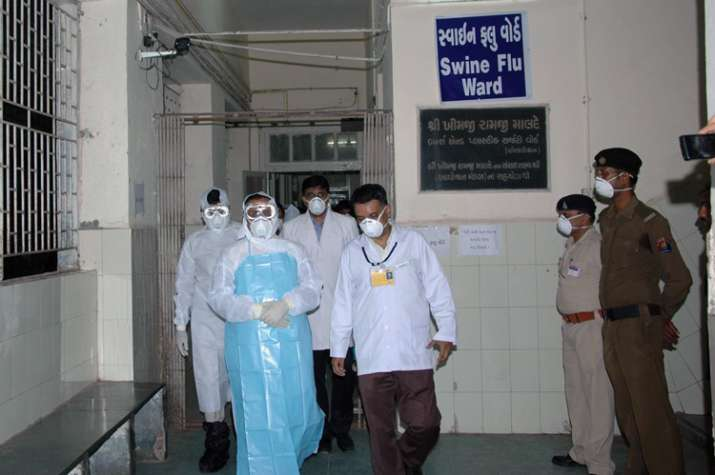 Guj CM Vijay Rupani at Swine Flu ward of Jamnagar Civil
