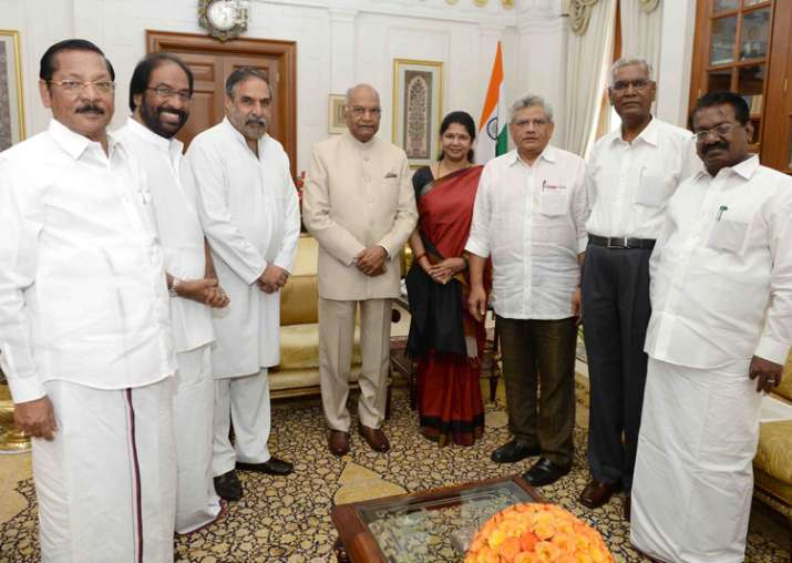 Opposition parties meet President, demand Tamil Nadu floor