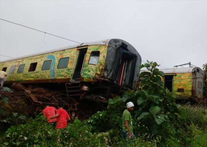 Nagpur-Mumbai Duronto Express derails