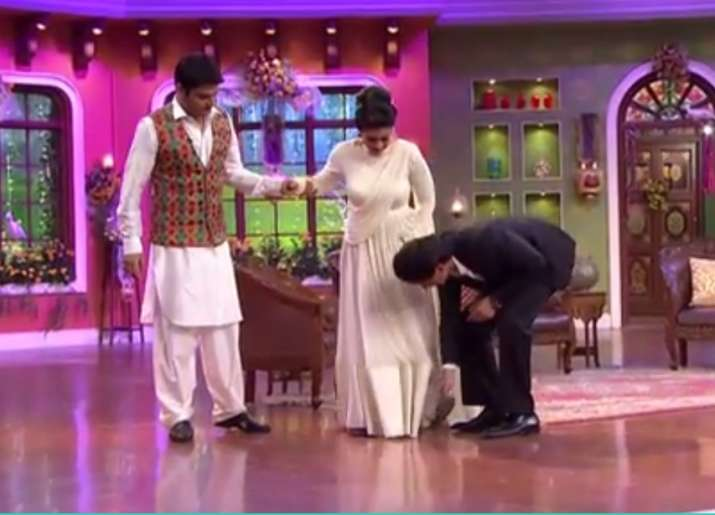 India Tv - Kajol and Shah Rukh Khan on Comedy Nights with Kapil