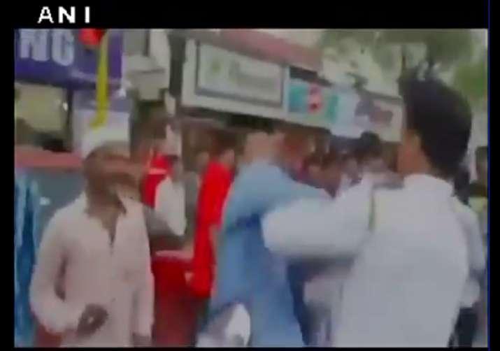 mumbai traffic constable slapped