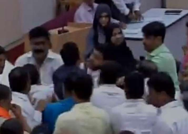 Scuffle in Aurangabad civic body over Vande Mataram