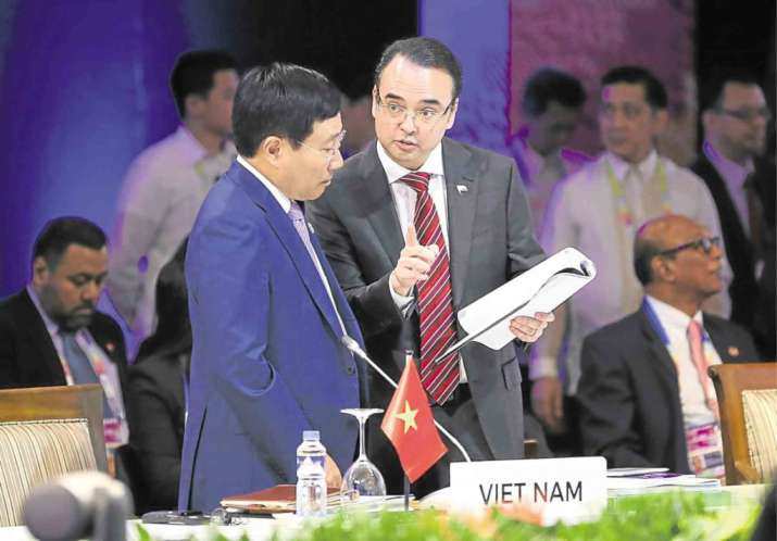 Vietnam stands tough against Beijing in ASEAN talks,