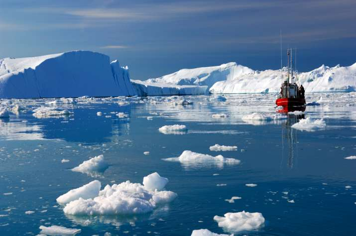 Measurements of sea ice in the Arctic region at the end of