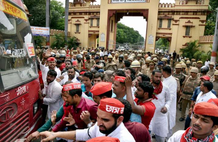 Police remove Chhatra Sabha activists who were protesting