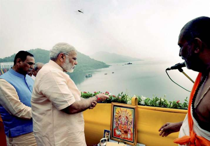 PM offers prayers to Narmada River during inauguration of