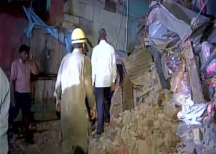 Three-storey building collapses in Sadar Bazar, no