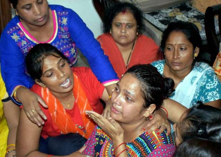 India Tv - Gurugram: Relatives console mother of Pradhuman
