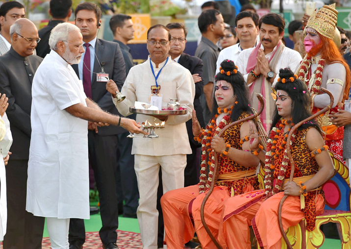 India Tv - PM Narendra Modi during Dussehra celebrations