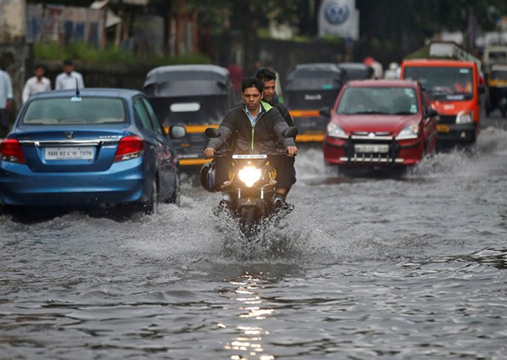 Mumbai rains: Don't spread cyclone warning rumour, BMC