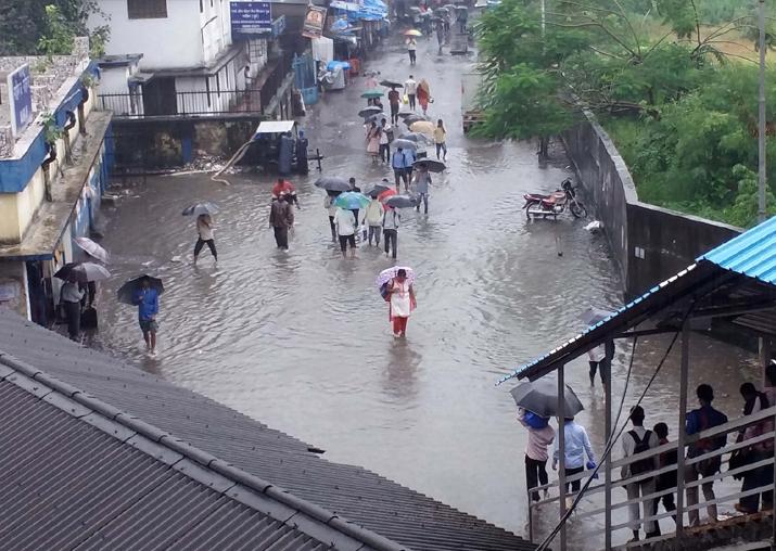 Rain batters Mumbai, 108 flights cancelled