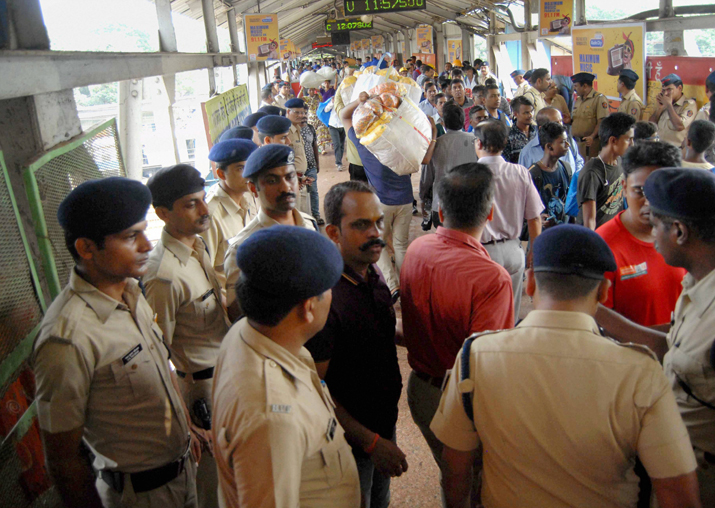 Death toll in Ephinstone Road stampede in Mumbai rises to 23