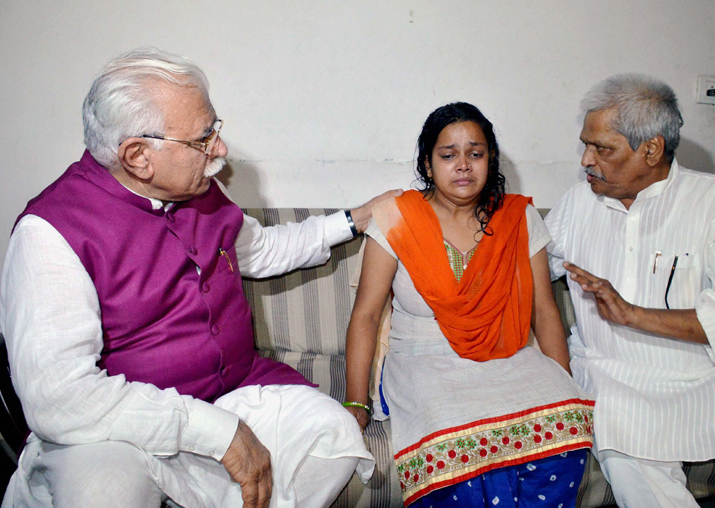Manohar Lal Khattar consoling the mother of Pradyuman