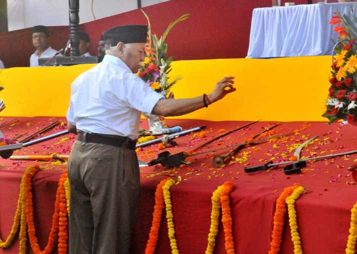 Mohan Bhagwat perform Shastra Puja on the occasion of Vijay