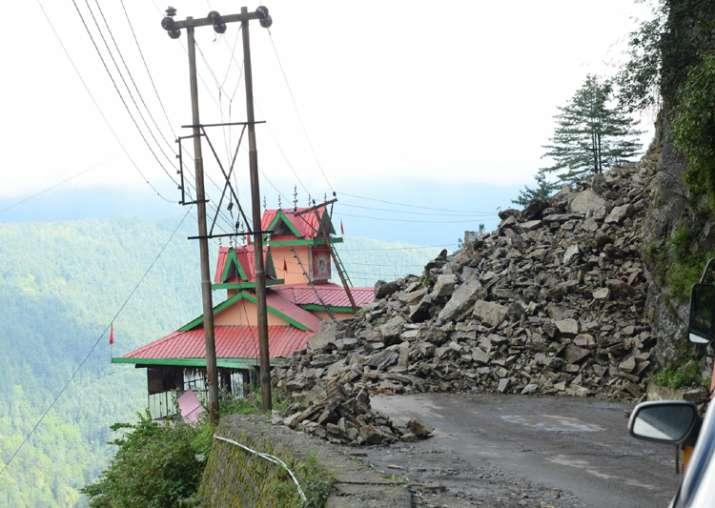 Massive landslide near Shimla, six vehicles buried