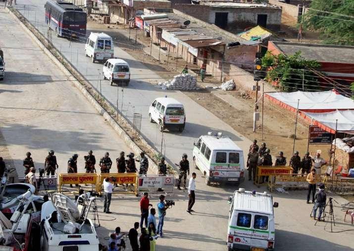 Sirsa: Vehicles of the search team move towards Dera Sacha