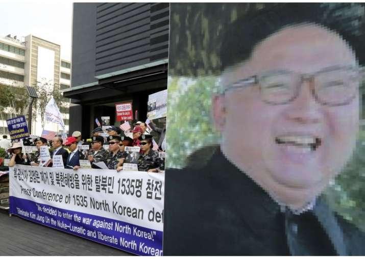 SKorean conservative activists and NKorean defectors at a