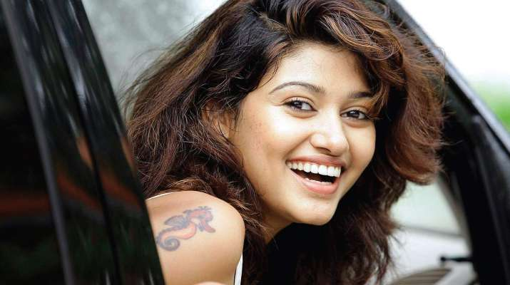 Oviya Helen to go live on Twitter once Bigg Boss Tamil completes 100
