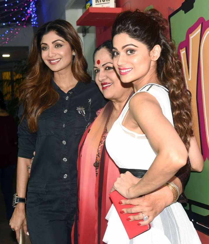 India Tv - Shilpa Shetty and Shamita Shetty with their mother