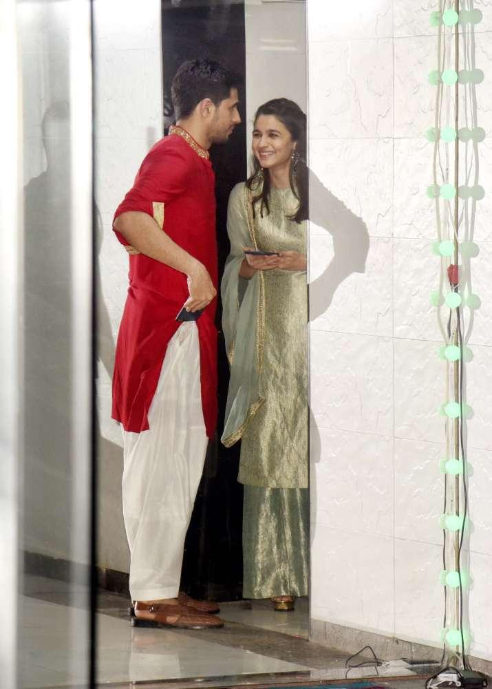 India Tv - Alia Bhatt and Sidharth Malhotra having a chit-chat session at Ekta Kapoor's Diwali bash