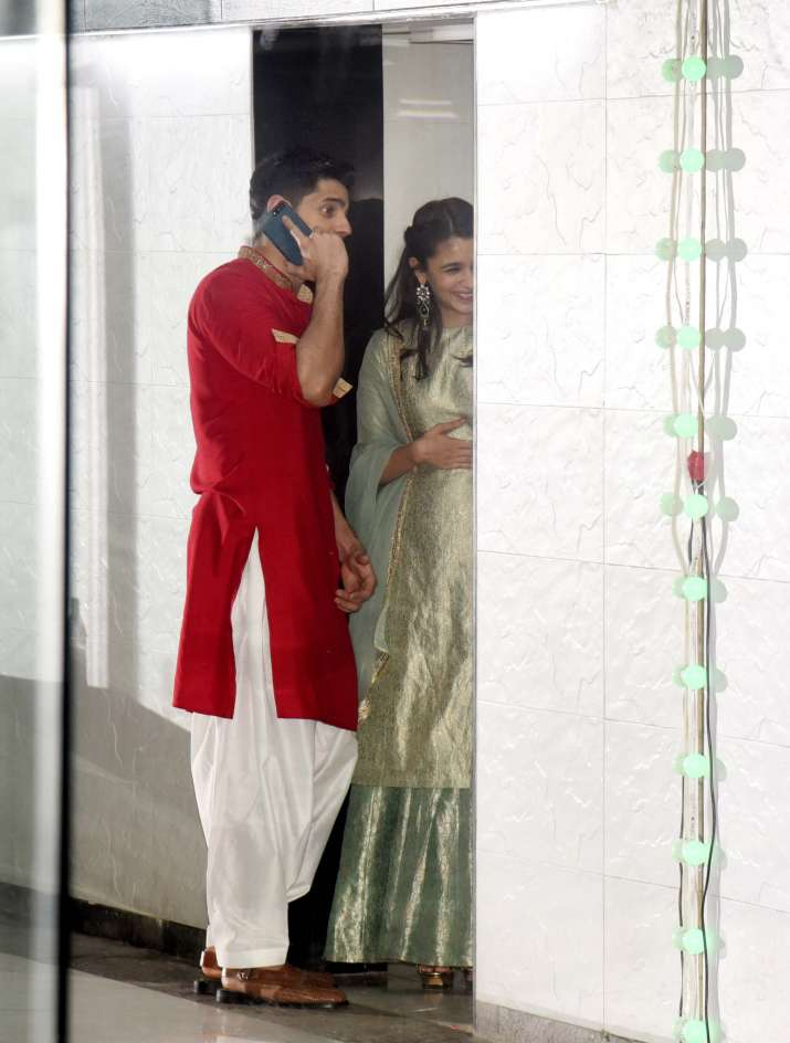 India Tv - Alia Bhatt and Sidharth Malhotra having a chit-chat session at Ekta Kapoor's Diwali bash