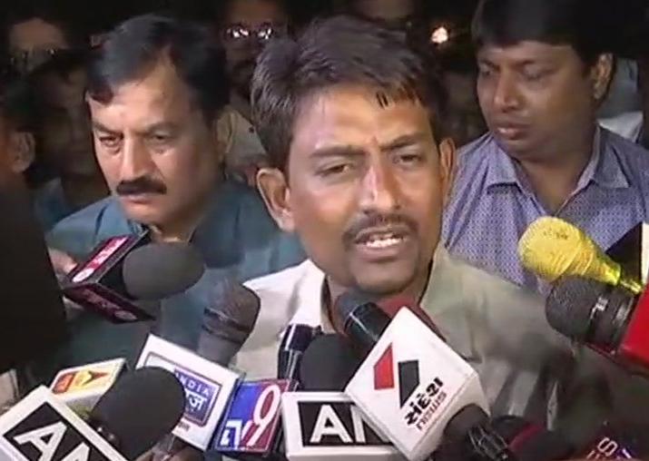 Gujarat polls: OBC leader Alpesh Thakor meets Rahul Gandhi,